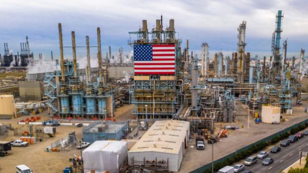بعد انهيار تاريخي.. النفط الأمريكي يعود للارتفاع