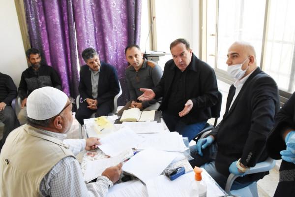 """محافظ سلفيت يلتقي المواطنين المخطرة منازلهم ومنشآتهم من قبل الاحتلال ببلدة """"قراوة"""""""