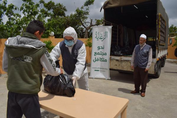 """""""الرعاية"""" تقدم حصصاً غذائية للأسر المتعففة على الحدود اللبنانية الفلسطينية"""
