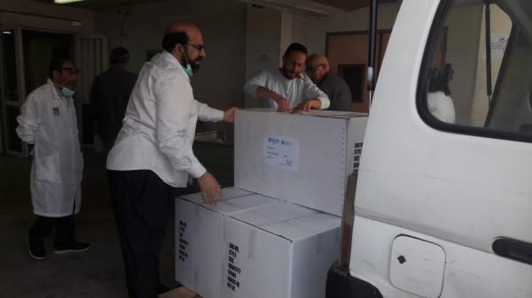 """مشغل ومعهد الأم يسلم مستشفى الحريري 500 بدلة واقية بدعم من """"الصحة العالمية"""""""