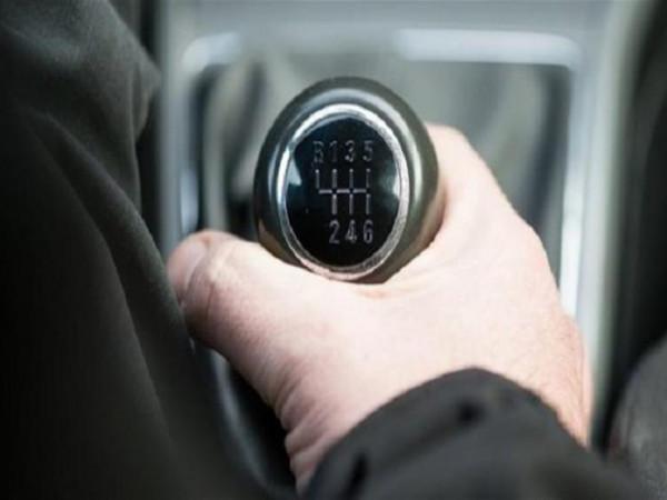 متى يجب تغيير زيت ناقل الحركة فى السيارة؟  9999046927