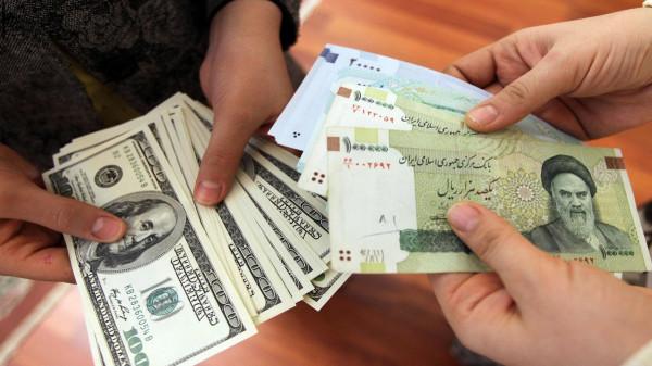 انهيار غير مسبوق للريال الإيراني أمام الدولار الأمريكي