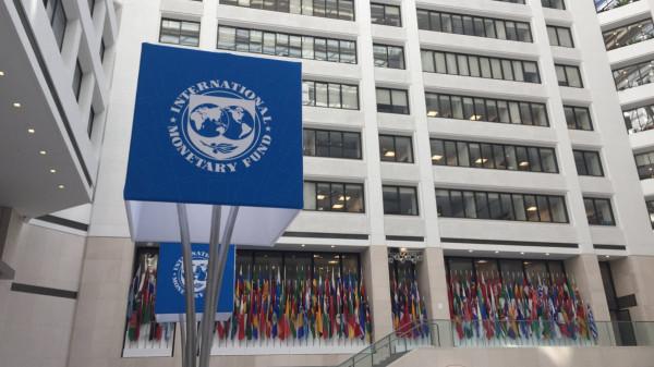"""صندوق النقد يتوقع """"سيناريو أسوأ"""" للاقتصاد العالمي"""