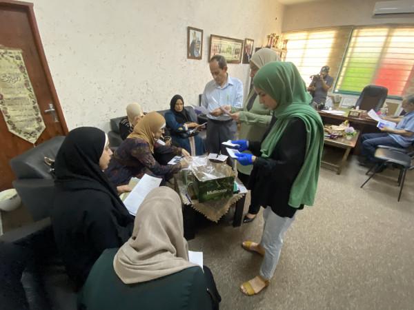 وفد من جمعية قطر الخيرية تصرف الدفعة الأولى من برنامج كفالات الأيتام