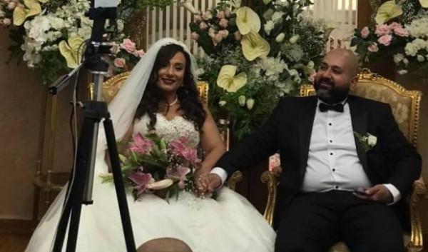 """زفاف في مصر على """"زووم"""".. المعازيم """"أونلاين"""" والعروسان في المنزل"""
