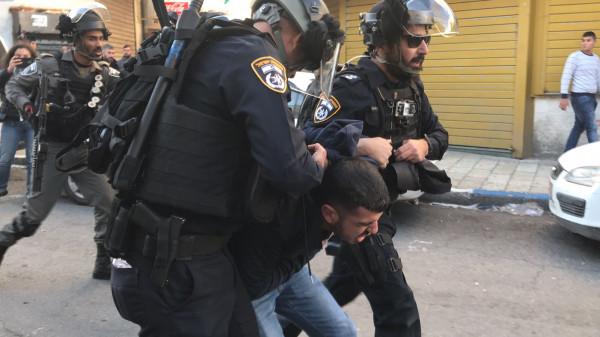 الاحتلال يعتقل ناشطاً ويعتدي على شبان في القدس