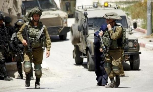 بعد اعتقال 44 مواطناً..الاحتلال يجدد اقتحام يعبد بحثاً عن منفذ عملية الحجر