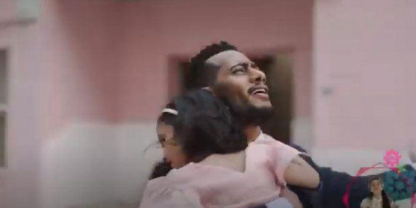 """محمد رمضان يغني بالفصحى لأول مرة مع ابنته """"مريم"""" في إعلان كويتي"""