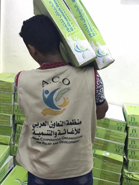 منظمة التعاون العربي للإغاثة والتنمية تستكمل مشروع توزيع التمور على مساجد عدن