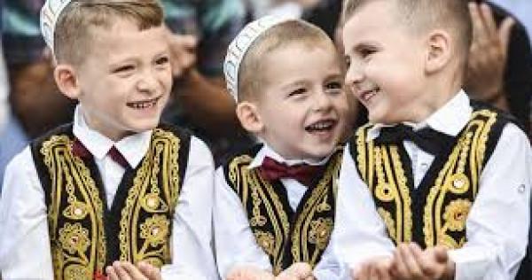 المواطنون يؤدون صلاة العيد في أغلب مساجد الضفة