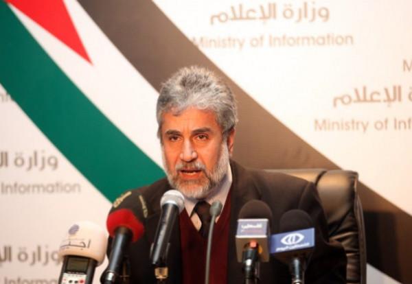 الرئيس عباس يهاتف السفير خليفة معزيا بوفاة والدته