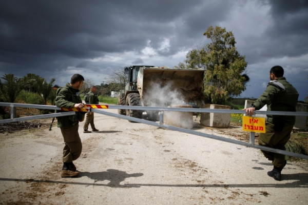 سلطات الاحتلال تُعلن موعد فتح المعابر مع الضفة وغزة وعودة العمال