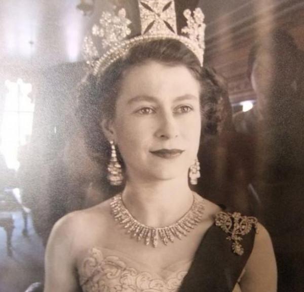 تعرفي على مستحضرات التجميل المفضلة عند الملكة إليزابيث