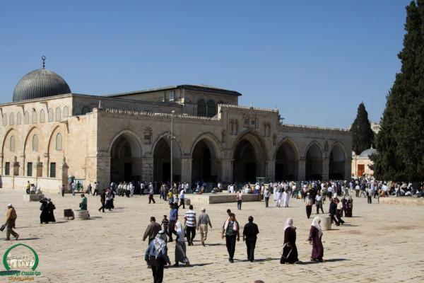 الاحتلال يبعد حارساً عن المسجد الأقصى ستة أشهر