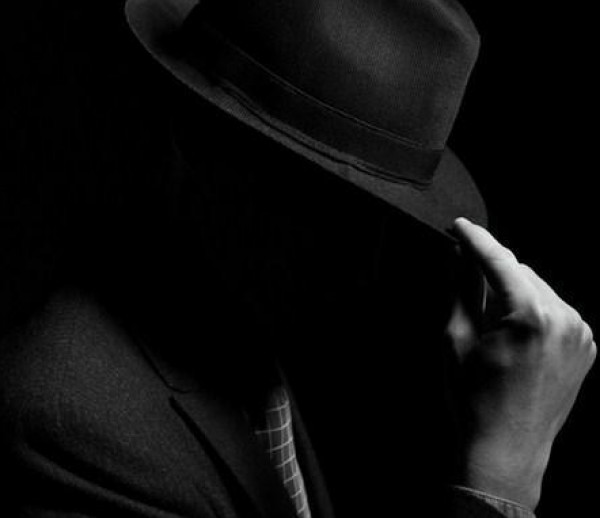 القبض على ممثل عربي بتهمة إهانة الدين والصلاة