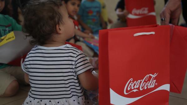 """""""المشروبات الوطنية"""" و """"راية"""" توزعان الهدايا على الأطفال ضمن حملة """"عيدو فرح"""""""