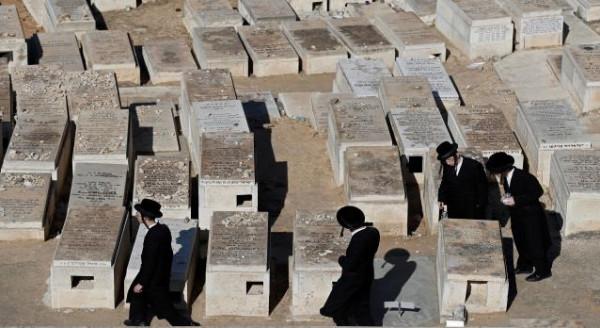 سلطات الاحتلال تُصادر قطعة أرض في سلوان لإقامة قبور لليهود