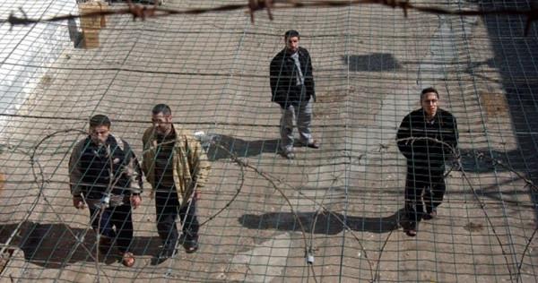 """الاحتلال يعيد اعتقال الأسير """"عيسى العباسي"""" بعد ساعات من الإفراج عنه"""