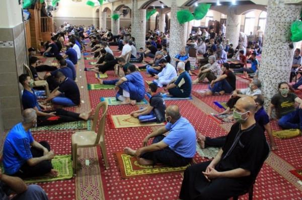 الفلسطينيون بغزة يؤدون صلاة الجمعة للأسبوع الثاني على التوالي