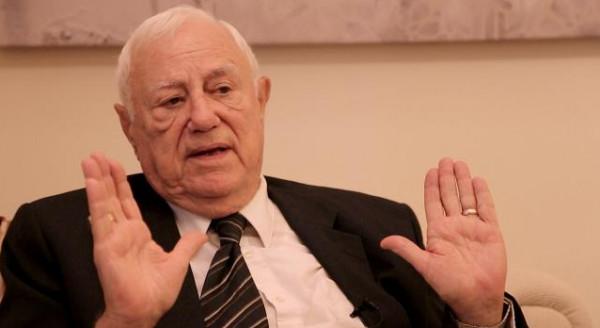 الرئيس عباس يعزي الملك الأردني وآل أبو جابر بوفاة وزير الخارجية الأسبق