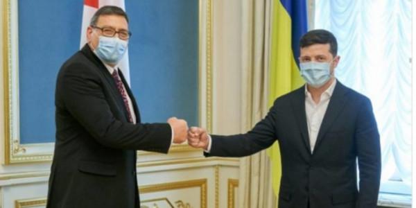 السفير الدجاني يُقدم أوراق اعتماده للرئيس الأوكراني