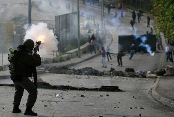 إصابة العشرات بحالات اختناق بقمع الاحتلال مسيرة كفر قدوم الأسبوعية