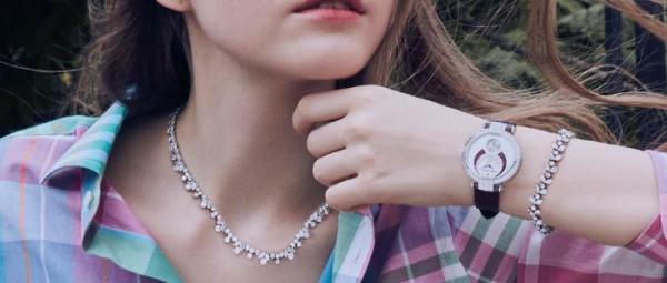 شاهدي أجمل ساعات اليد النسائية المرصعة بالماس