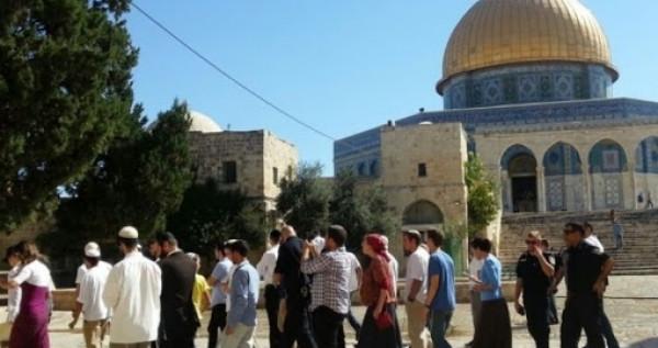 شاهد.. هكذا اقتحم عشرات المستوطنين المسجد الأقصى بحماية قوات الاحتلال