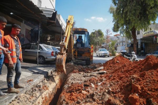 بلدية قلقيلية تباشر بتنفيذ مشروع تأهيل طرق قلقيلية الداخلية لشارع جلجولية
