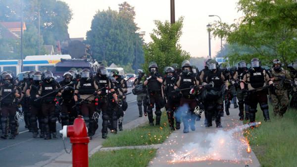 """""""منظمة العفو الدولية"""" تهاجم الشرطة الأمريكية لاستخدامها """"العنف المفرط"""" ضد المتظاهرين"""