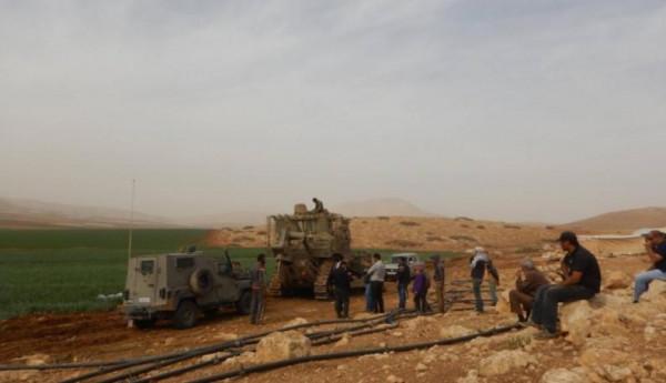 قوات الاحتلال تستولي على شبكات ري في الجفتلك بالأغوار