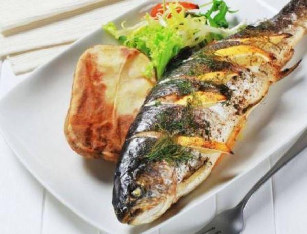 حيلة للحصول على سمك مقرمش من دون أن يشرب الزيت