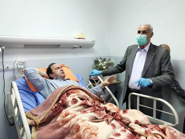مساعد القائد الأعلى لقوى الأمن يزور اللواء كميل في مجمع فلسطين الطبي