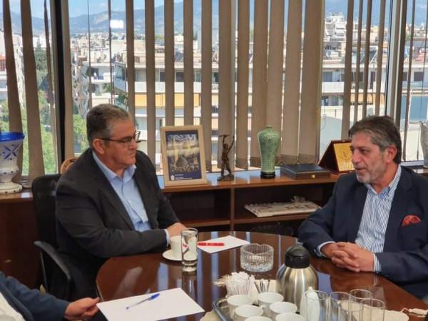 السفير طوباسي يطلع الأمين العام للحزب الشيوعي اليوناني على آخر التطورات