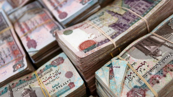 الجنيه المصري يهوي لأدنى مستوى مقابل الدولار في خمسة أشهر