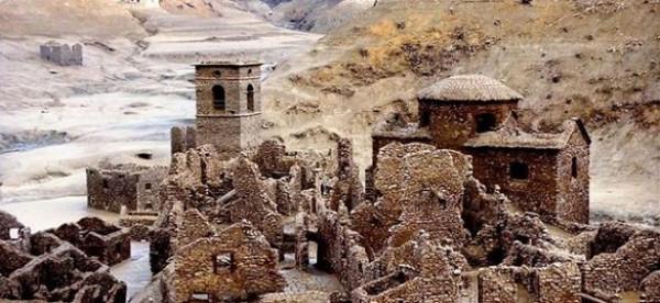 قرية أشباح مغمورة بالماء تعود للظهور من جديد