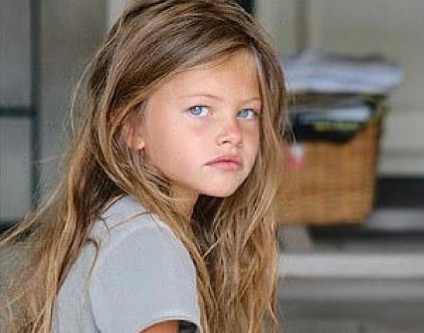 هكذا تقضي أجمل طفلة بالعالم أيامها بالعزل المنزلي بعدما أصبحت شابة جميلة
