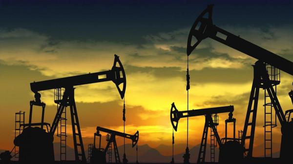 توقعات خفض الإنتاج ترفع أسعار النفط 3%