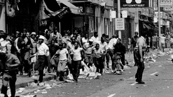 """مقتل """"فلويد"""" أعاد للأمريكيين كابوس أسوأ الاحتجاجات بالتاريخ.. تعرف إلى القصة"""