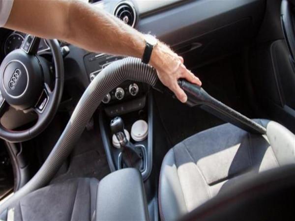 نصائح مفيدة للتخلص من الاتساخات الصعبة في السيارة
