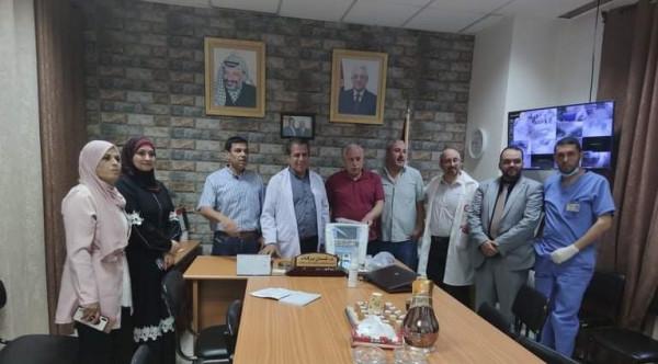 حركة فتح اقليم سلفيت تُسلم جهازاً طبياً لمستشفى الشهيد ياسر عرفات