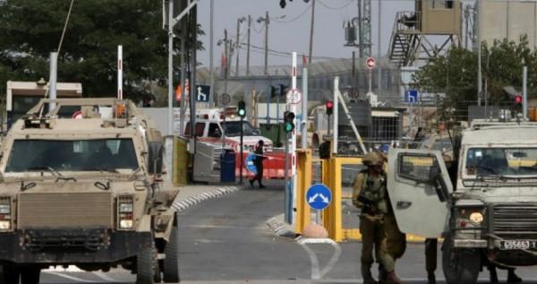 قوات الاحتلال تنصب حواجز عسكرية وتكثف انتشارها في الخليل