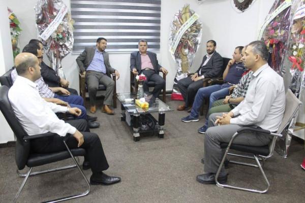 وفد من بلدية جباليا يقدم التهنئة للمهندس عايش بمناسبة تعيينه مديراً عاماً لكهرباء غزة