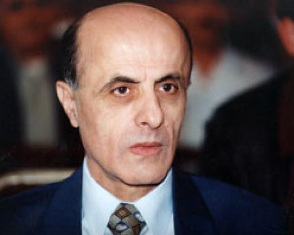 """الرئيس عباس يأمر بتنكيس الأعلام ويعلن الحداد على وفاة """"الفقيد الكبير"""" محسن إبراهيم"""