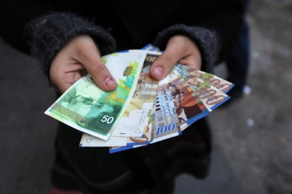 مالية غزة تُعلن موعد صرف رواتب الموظفين