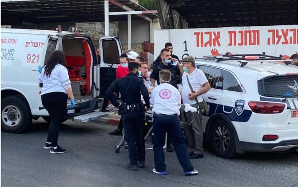 بالصور: إصابة المتطرف غليك بجراح طفيفة بعد محاولته تعزية عائلة الحلاق بالقدس
