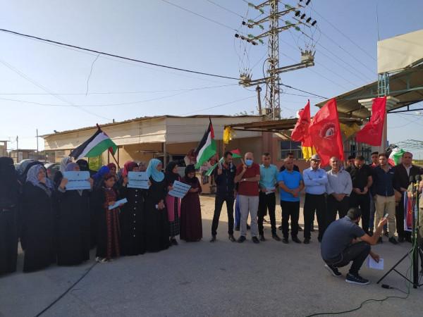 """بالصور: وقفة لـ """"الديمقراطية"""" بغزة تدعو لإنهاء الانقسام وتطبيق قرارات الوطني والمركزي"""