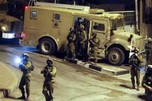 الاحتلال يقتحم بلدة العيساوية بمدينة القدس ويداهم عدة منازل
