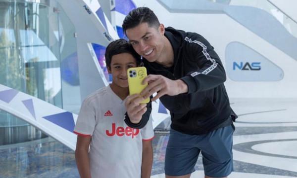 حمدان سعيد: كريستيانو رونالدو مثلي الأعلى وأتابع كل مبارياته