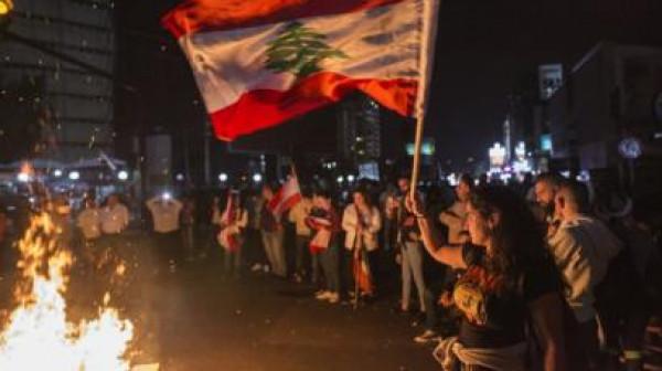 """""""احتجاجات الليرة"""" تشعل ليل لبنان.. والحكومة تعقد جلسة طارئة"""